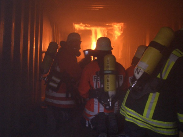 temschutzgeräteträger in der Brandübungsanlage